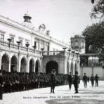 Patio del colegio militar de Chapultepec Ciudad de México por el Fotógrafo Félix Miret.