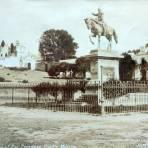 Estatua del General Ignacio Zaragoza por el  Fotógrafo Charles B. Waite.