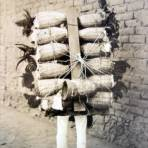 Tipos Mexicanos cargador de gallos de pelea.