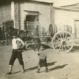 Niños y carreta de agua (1908)