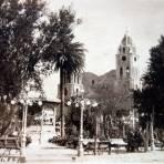 La Plaza  de Guaymas por el fotografon Thurston Hopinks..
