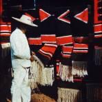 Tipos Mexicanos vendedor de Zarapes Pátzcuaro, Michoacán 1954.