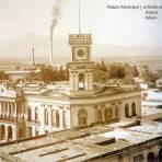 Palacio Municipal y al fondo el Ingenio azucarero.   Ameca    Jalisco